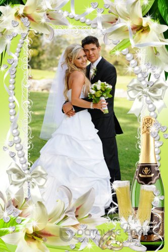 Свадебная рамка для фото - Слились два сердца воедино и две руки в одну сплелись