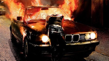 Женский фотошаблон-девушка возле горящего авто