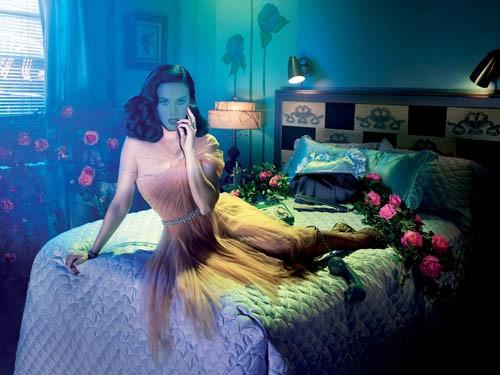 Женский шаблон - Фотосессия на кровати в комнате